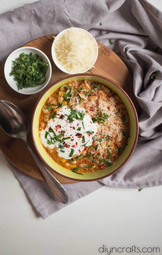 Diese köstliche Quinoa Chili ist die perfekte Potluck Dish