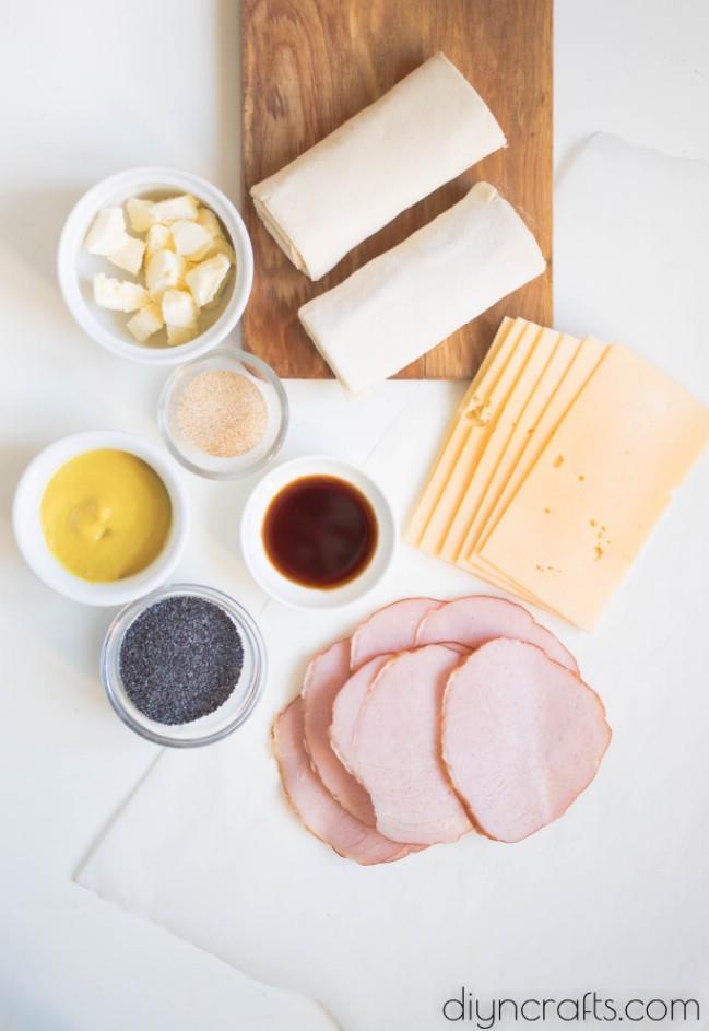 Gebackene Schinken und Käse Roll-ups - eine neue Sicht auf einen alten Favoriten