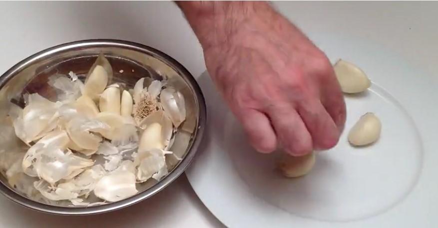 Great Cooking Tip - Wie man einen Knoblauchkopf in 5 Sekunden schält