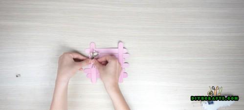 Wie man diese niedlichen DIY-Untersetzer aus Eisstielen macht