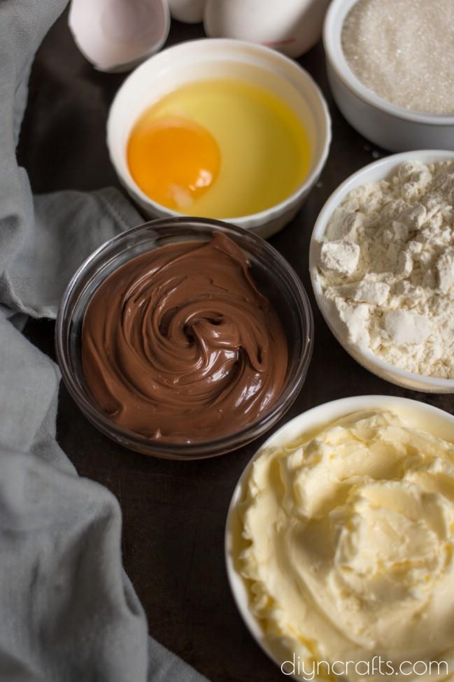 Nutella gefüllte Blondies - das perfekte Dessert zu jeder Tageszeit