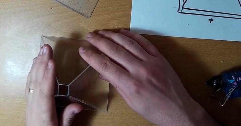 """So erstellen Sie ein """"3D-Hologramm"""" mit Ihrem Smartphone und einer alten CD-Hülle"""