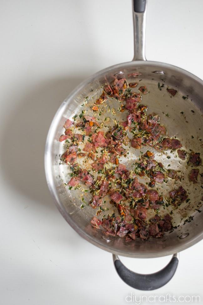 Pull-Apart Pepperoni Knoblauchknollen sind der ultimative Vorspeise