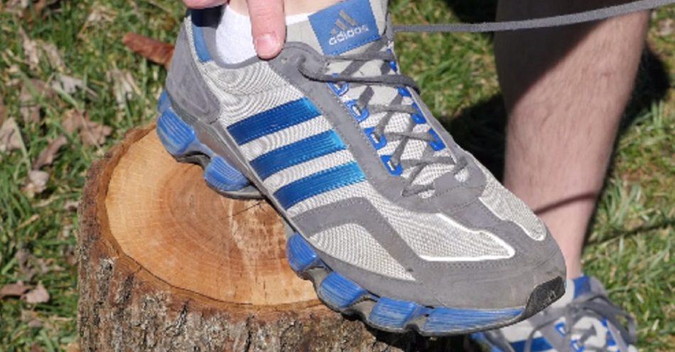Wie man Fußblasen verhindert - du hast deine Schuhe gebunden, die all die Jahre falsch sind!