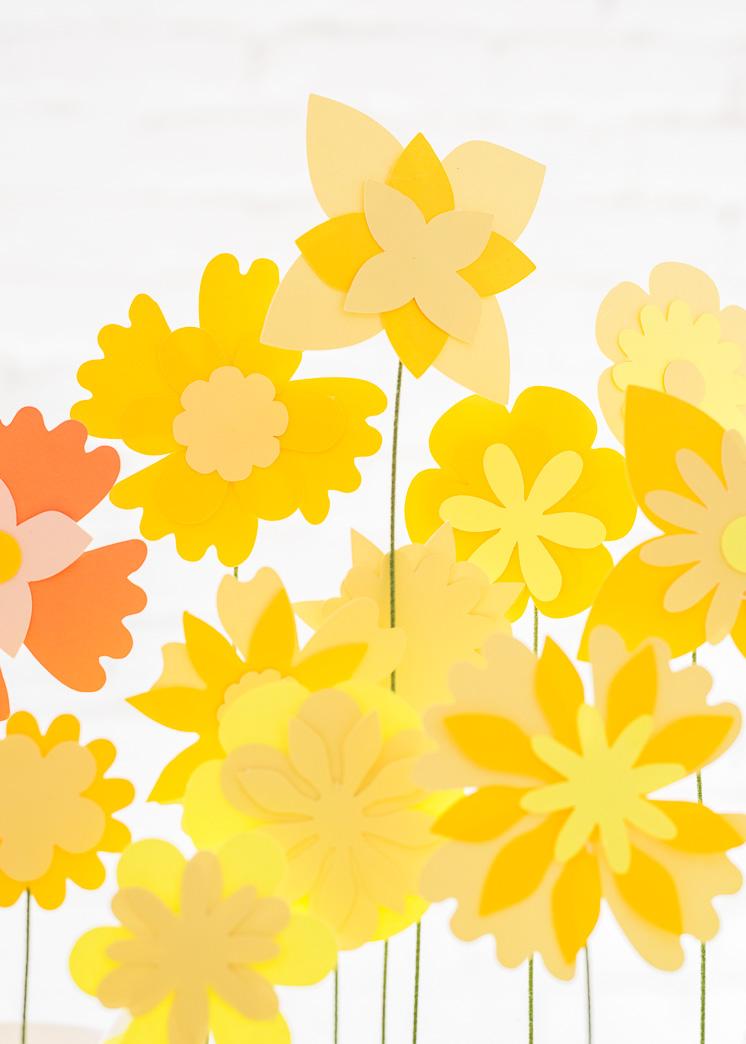 Regenbogen Papier Blume Tablescape