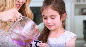Wie man diese bunten und personifizierten Gel-Eis-Pakete für Kinder macht