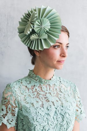 Drei DIY Papier Fascinators